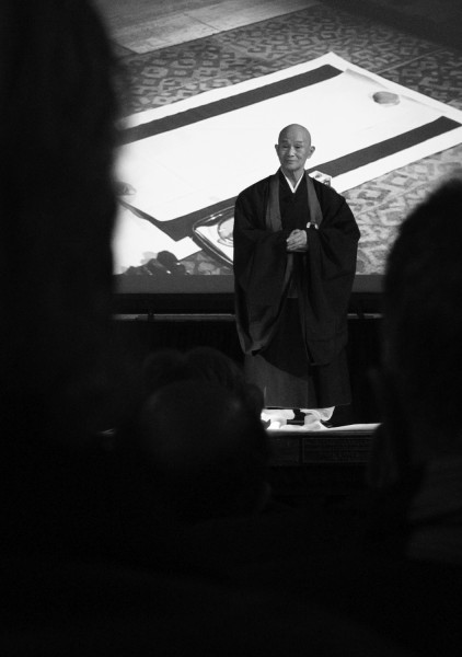 Harada Roshi addresses the audience with wise words before he begings his writings.