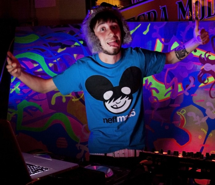 Mickey Paws giving pose during his dj performance.