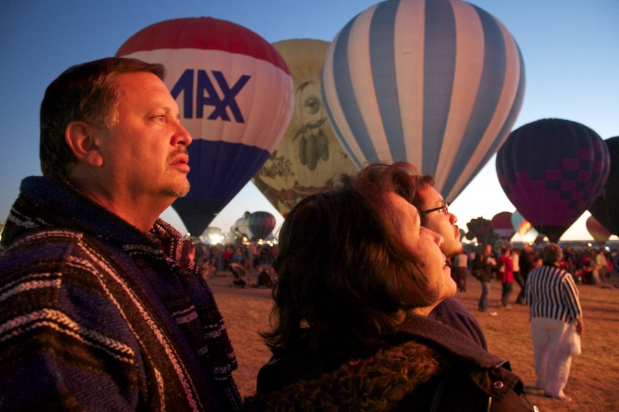 Martinez family watches the blaze from the hot air balloons. Photo by Charlotte Martinez