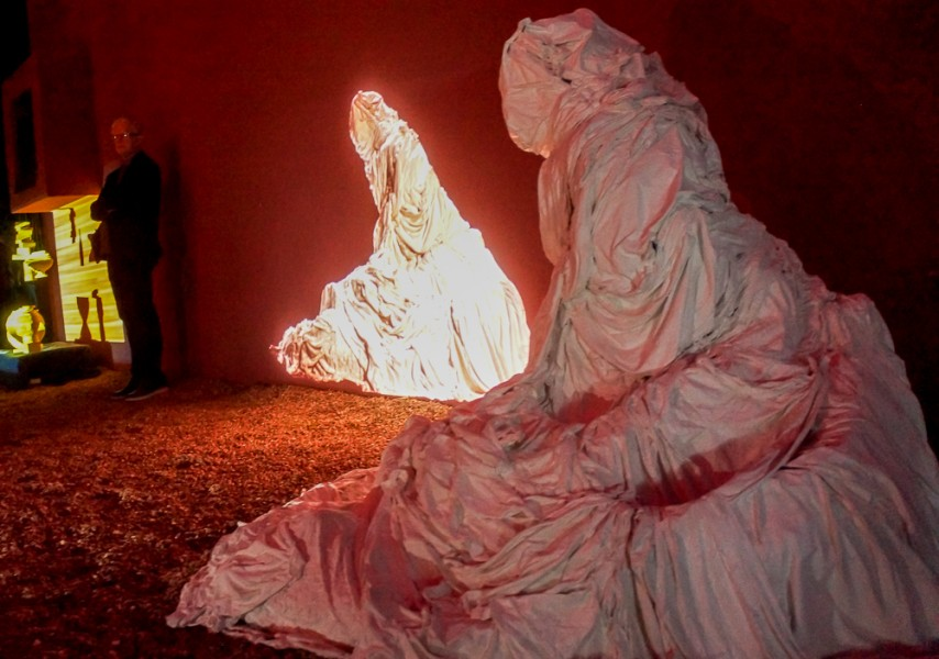 """""""Breath"""" video on sculpture by Phat Le. Photo by Luke Montavon"""