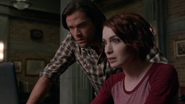 Supernatural 10x11. Charlie Bradbury (Felicia Day) and Sam Winchester (Jared Padalecki) struggle to find a cure for the Mark of Cain. Photo credit to Warner Bros. and The CW.