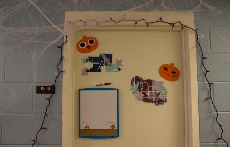 Halloween decorations spice up the dorms. Photo by Kyleigh Carter.