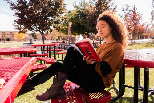 Sophomore Sienna Prillaman reading in the quad at Santa Fe University of Art and Design. Photo by Yoana Medrano.