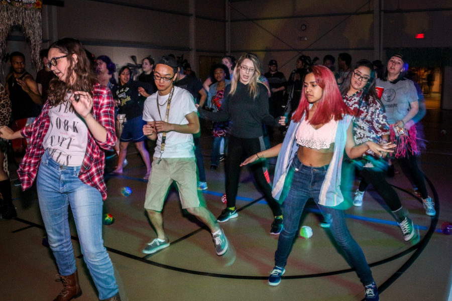 Group of students does the line dance. Photo by Hawie Reyne Veniegas.