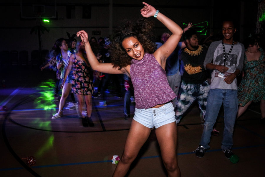 Ariel Triunfo grooves with the rest of the crowd during the line dance number. Photo by Hawie Reyne Veniegas.